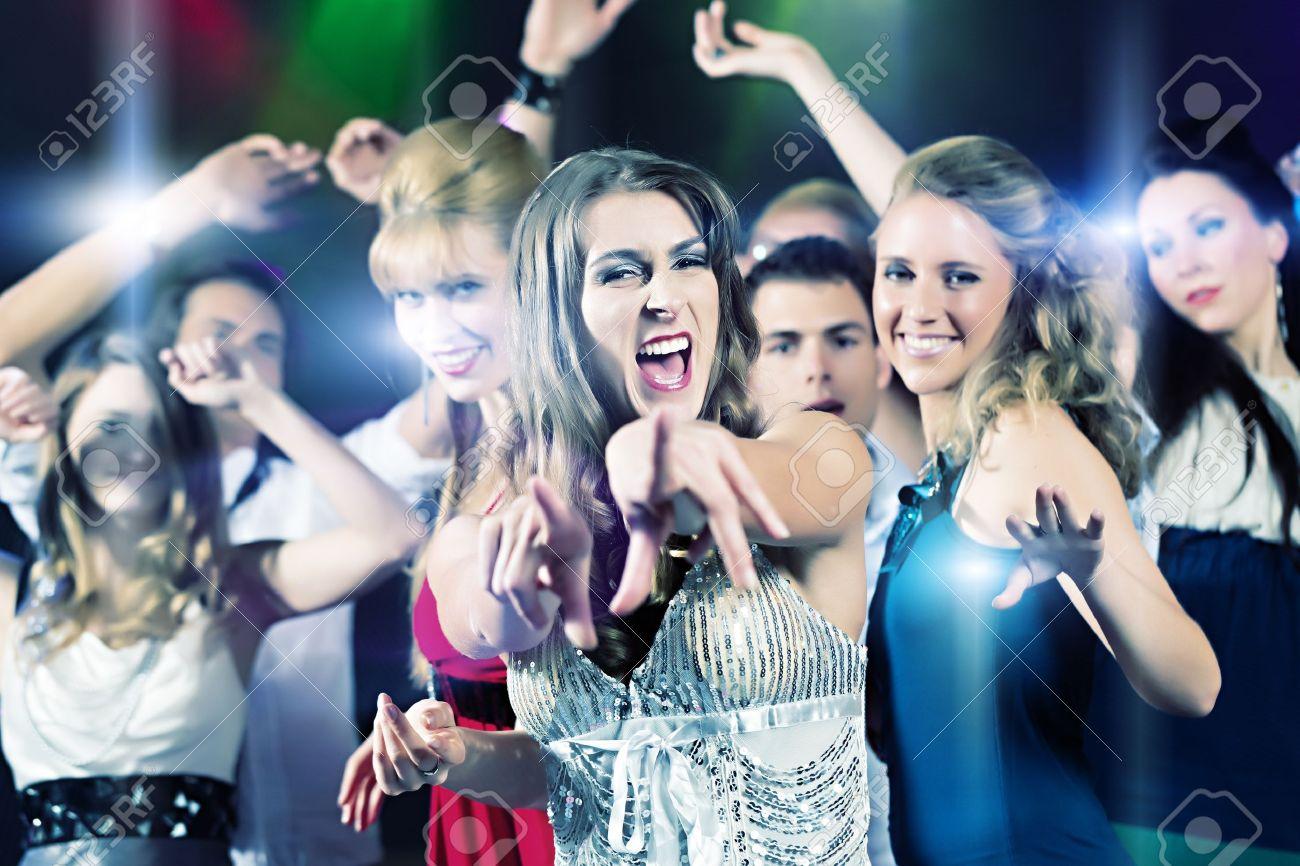 Секс танцы девочек на дискотеках 21 фотография