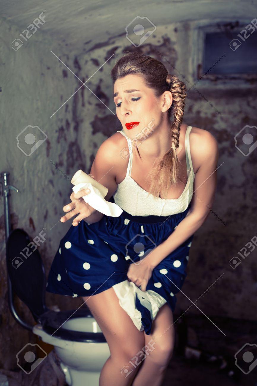 смотреть как мочится женщина