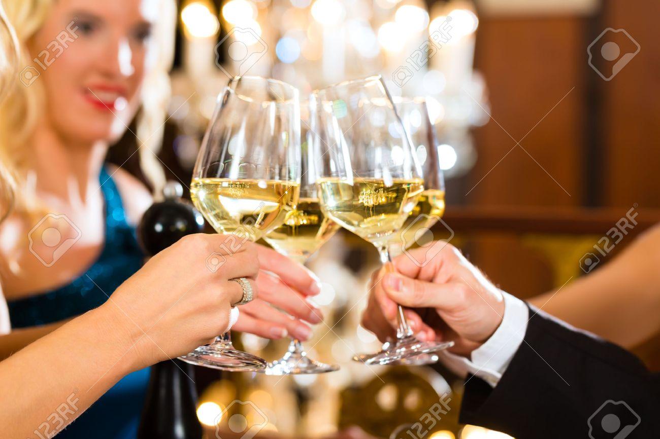 как пригласить зрелую женщину попить вина