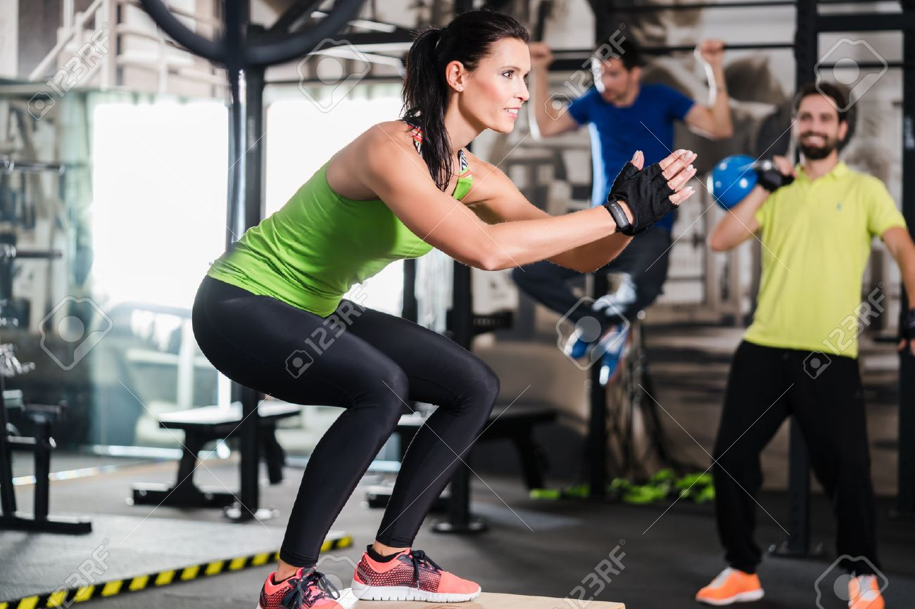 Group of men and woman in functional training gym doing fitness exercise Standard-Bild - 51585208
