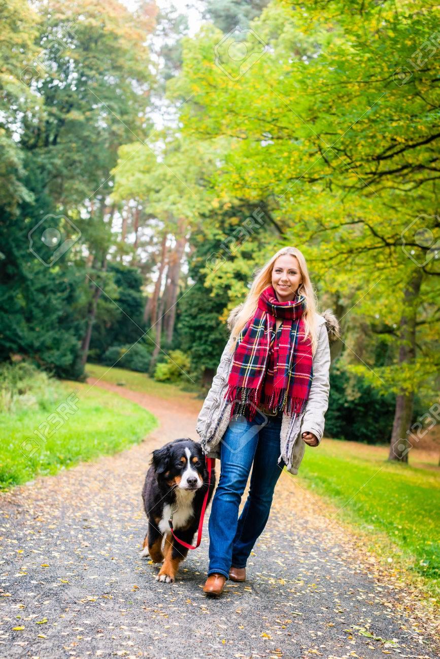 Mit hund frau Woman with