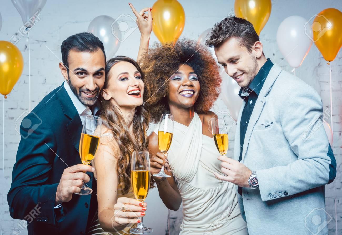 Eine Party Feiern Landeskunde So Feiern Wir Dw Deutsch Lernen