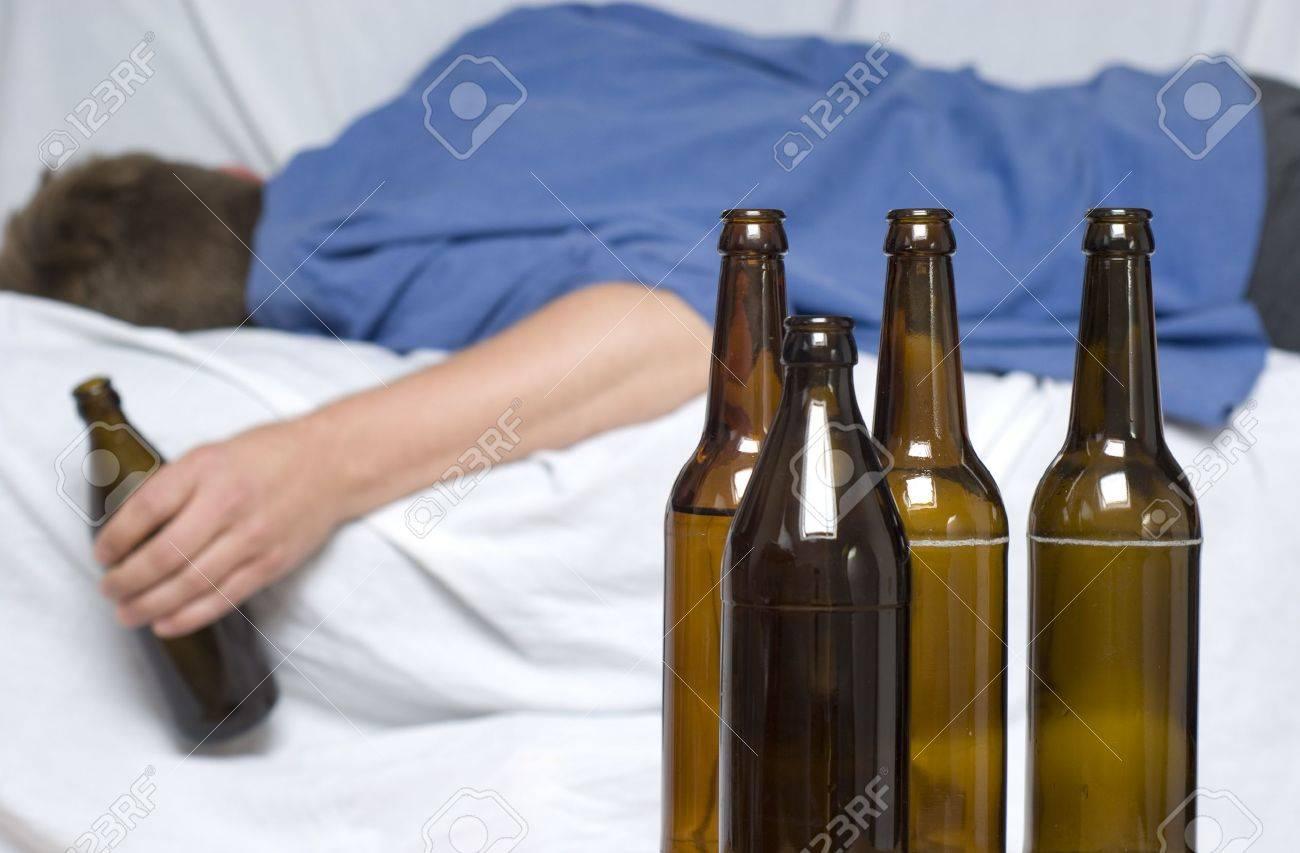 Jemand, der Alkohol missbrauchtDating-Website indonesian