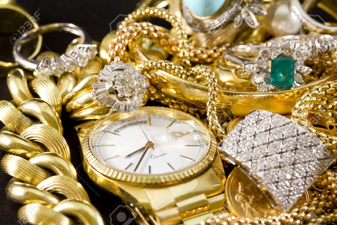 Goldschmuck mit edelsteinen
