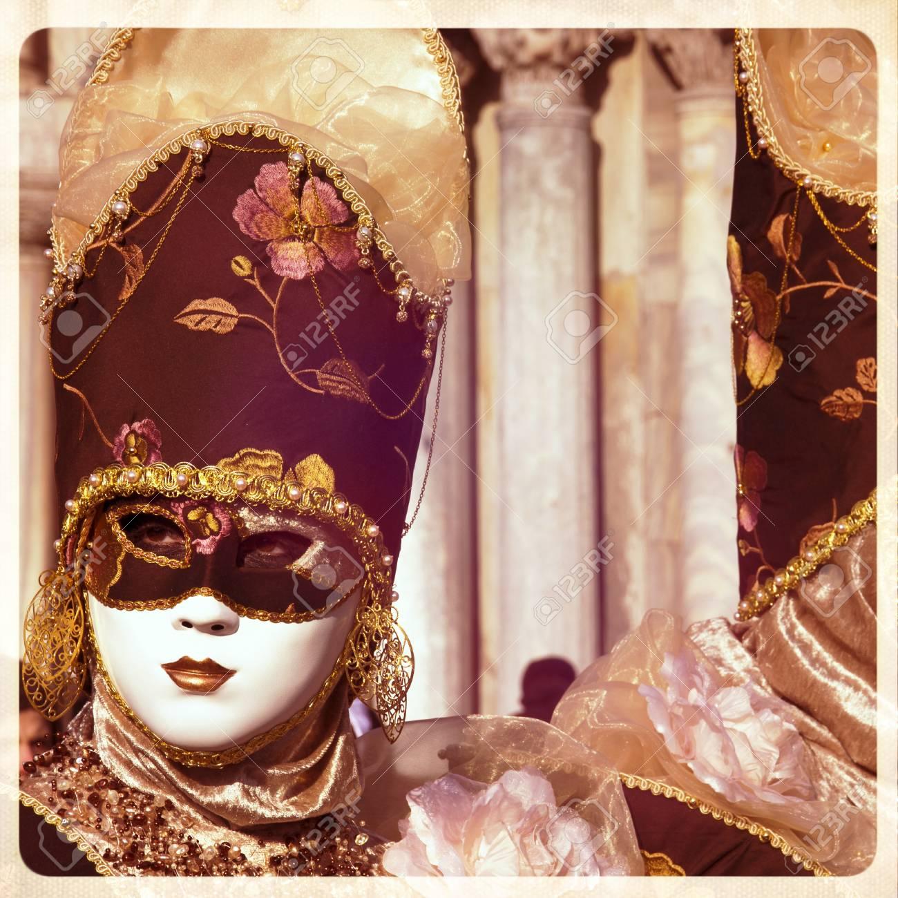 Carnaval De Venecia, Hermosas Máscaras En La Plaza De San Marcos ...