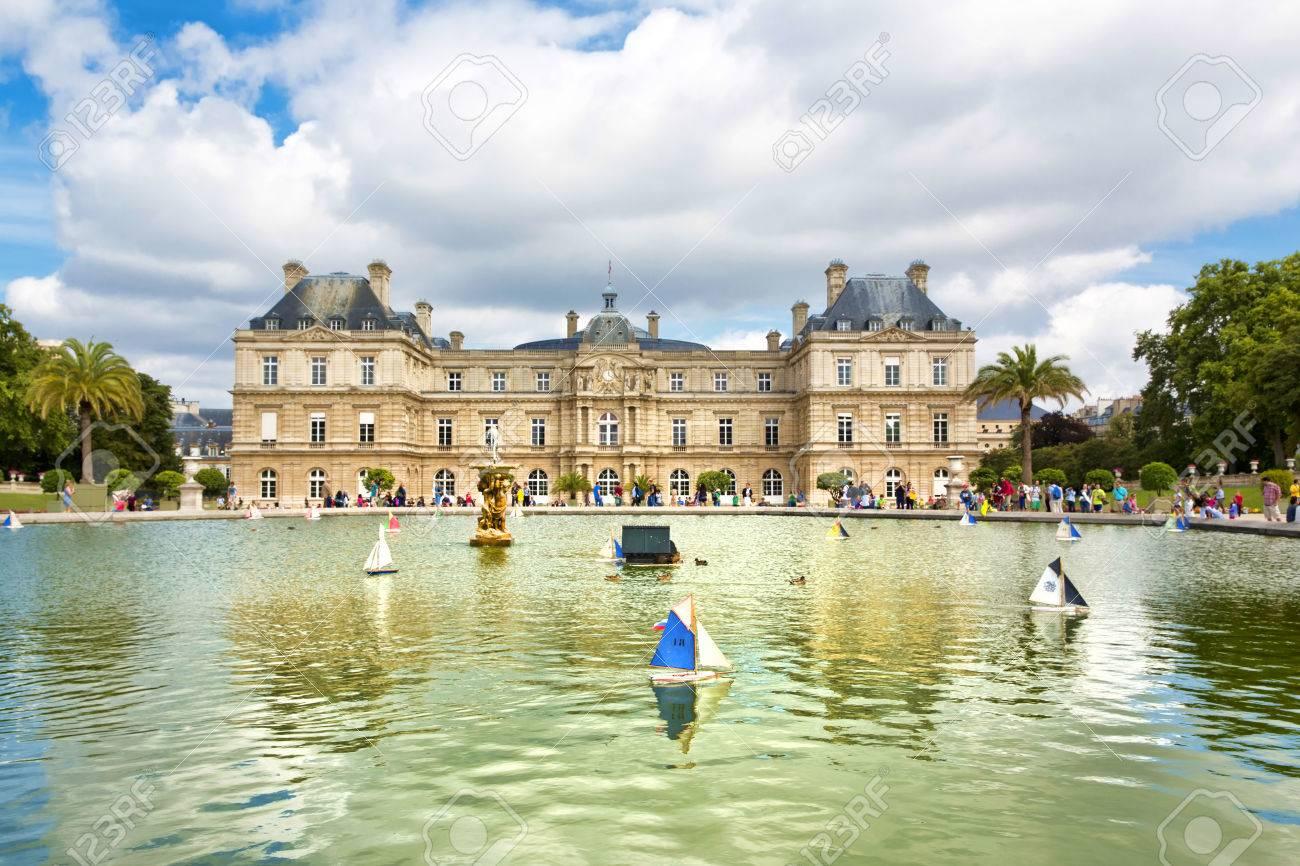 Palazzo di lussemburgo e vasca ottagonale. il jardin du luxembourg è