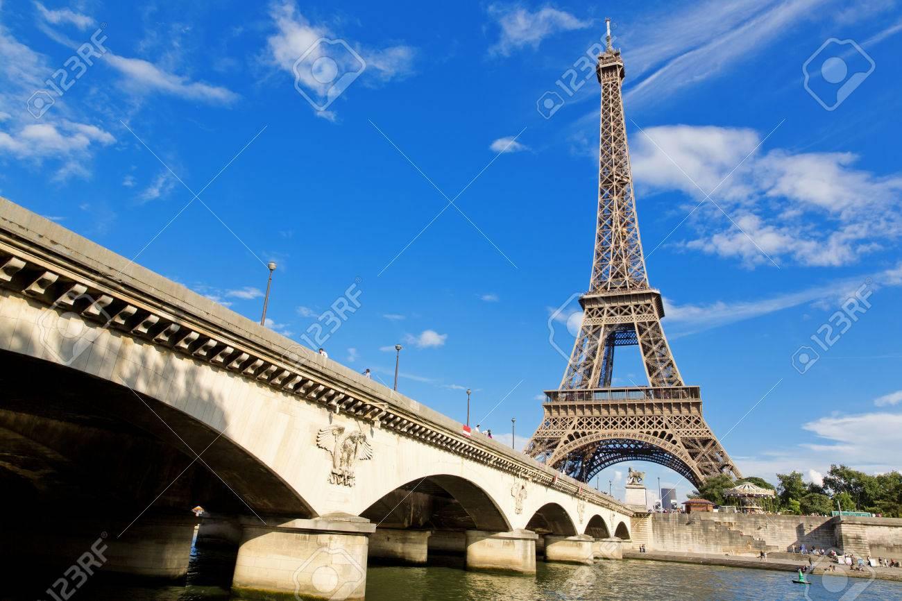 5462ba9d1bf05f Banque d images - Paris, la belle vue sur la Tour Eiffel sur un jour d été