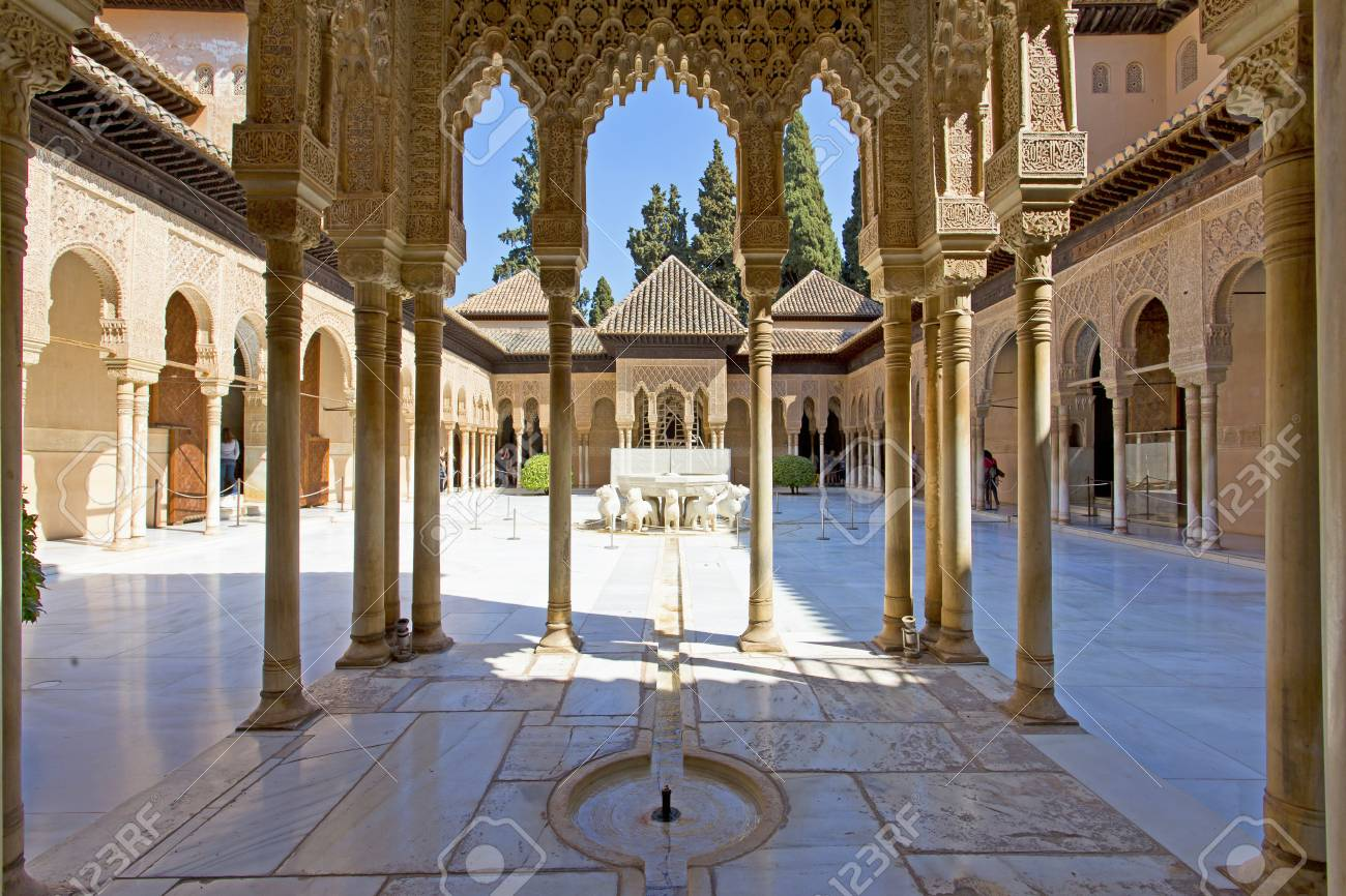 SAC à venir  - Page 33 84904867-patio-de-los-leones-patio-of-the-lion-in-the-palacios-nazaries-alhambra-granada-andalucia-spain-