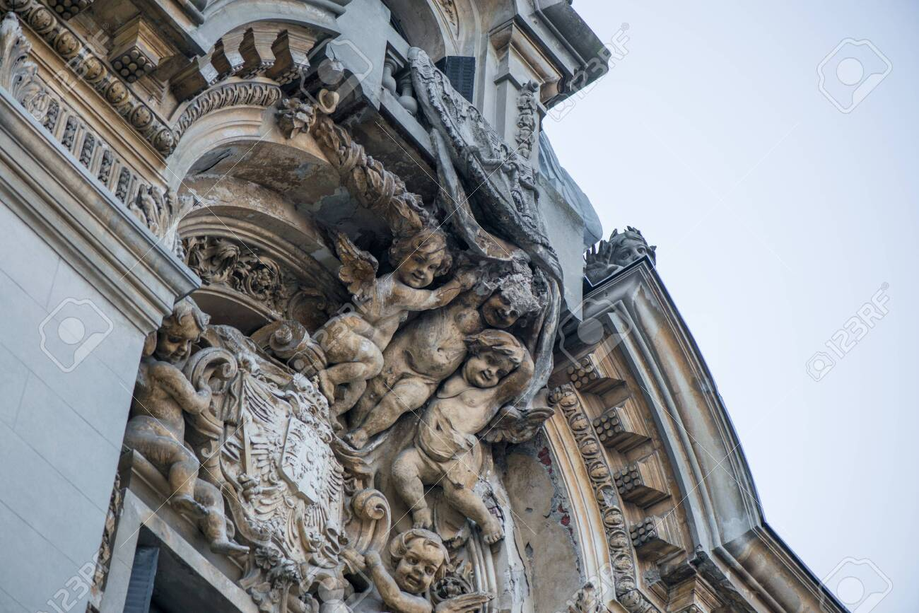 Angels sculpture on the building. Concept of art, history, royal and luxury lifestyle. - 119718458