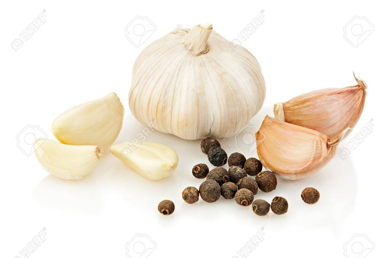 Fresh garlic with pepper over white background Stock Photo - 7490474