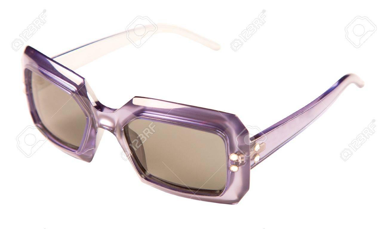 Foto de archivo - Translúcidos púrpura gafas de sol de montura vintage  aislados sobre fondo blanco. Camino de recortes incluido. 3aa50ad22f38