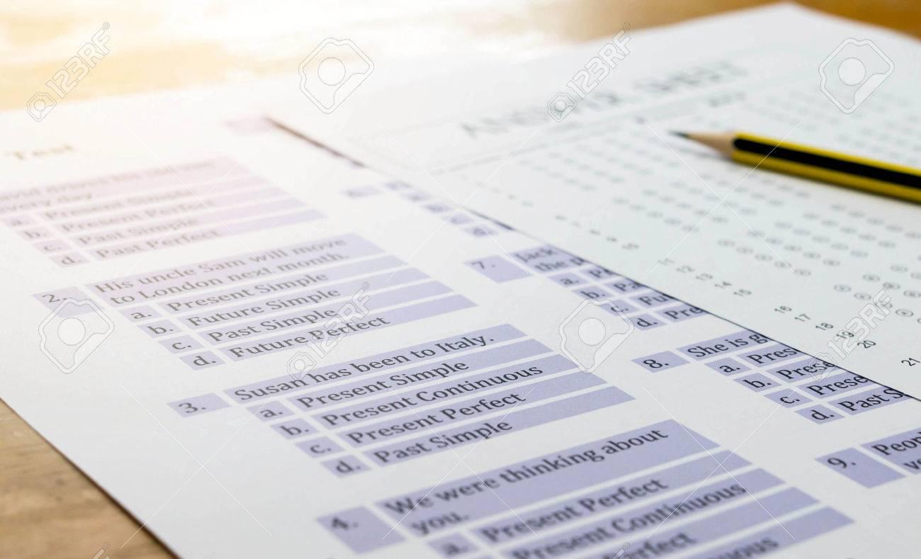 Englisch Übung Und Antwortbogen Auf Dem Tisch Stehen Für Englisch ...