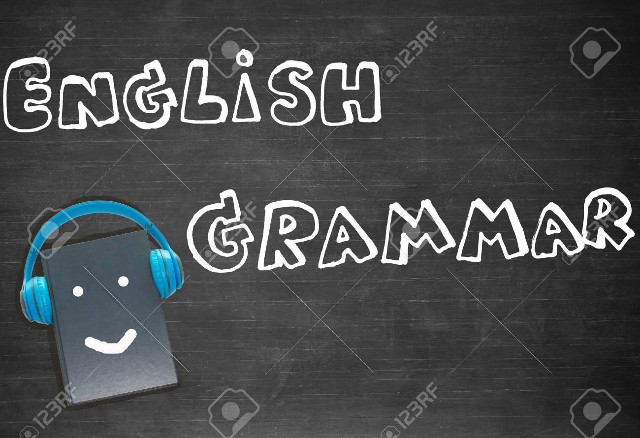 Englische Worter Und Buch Auf Tafel Fur Hintergrund Zeichnen