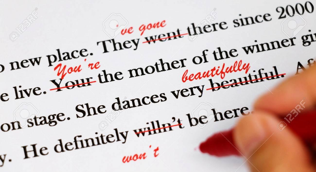 Oraciones En Inglés Con Bolígrafo Rojo Para Corregir