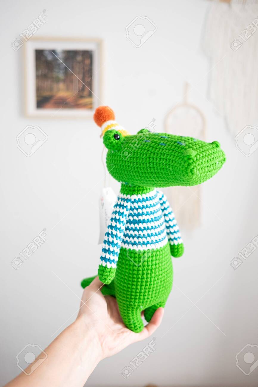 How to make small amigurumi hands with fingers: crafty_shanna ... | 1300x866