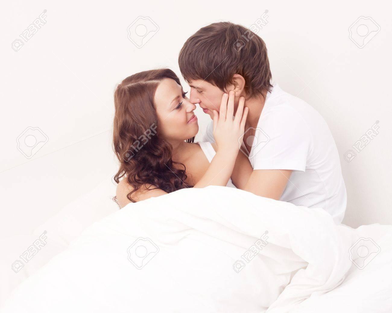 Фото жены под одеялом 6 фотография