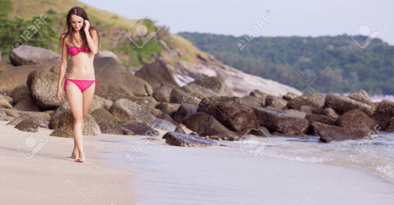 beautiful yougn woman relaxing on the beach Stock Photo - 17191623