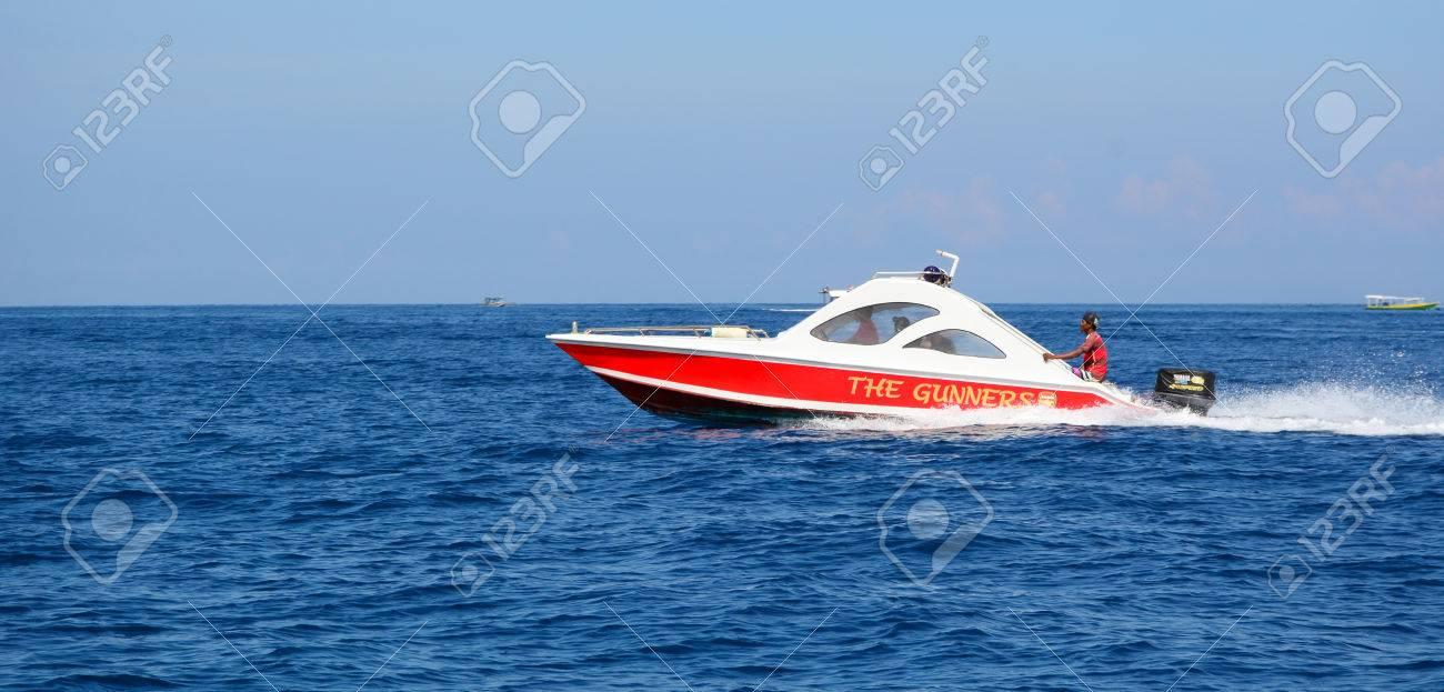 Kinderschoenen 19.Lombok Indonesie 19 April 2016 Een Speedboot Met Toeristen Op De