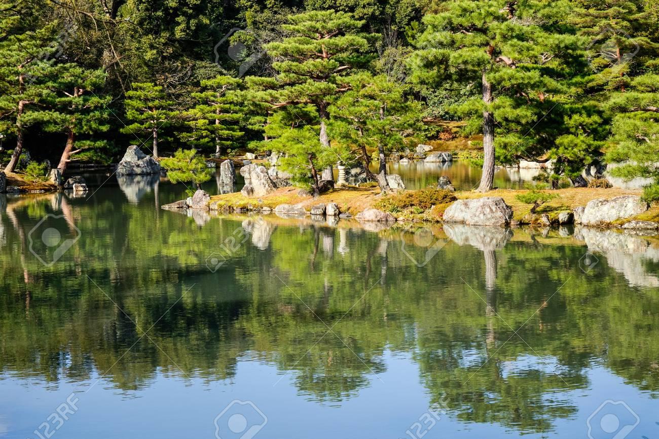 Zen Garten Mit Dem Sonnigen Tag Des Sees T In Kyoto Japan Kyoto