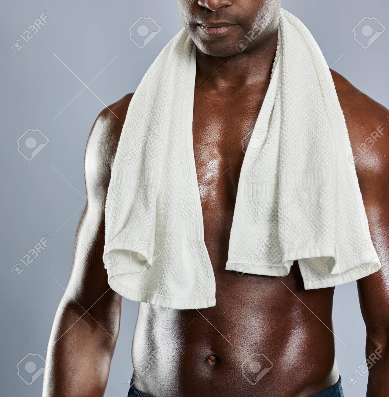 Nicht Identifizierbare Muskulöse Brust Des Schwarzen Mann Mit ...
