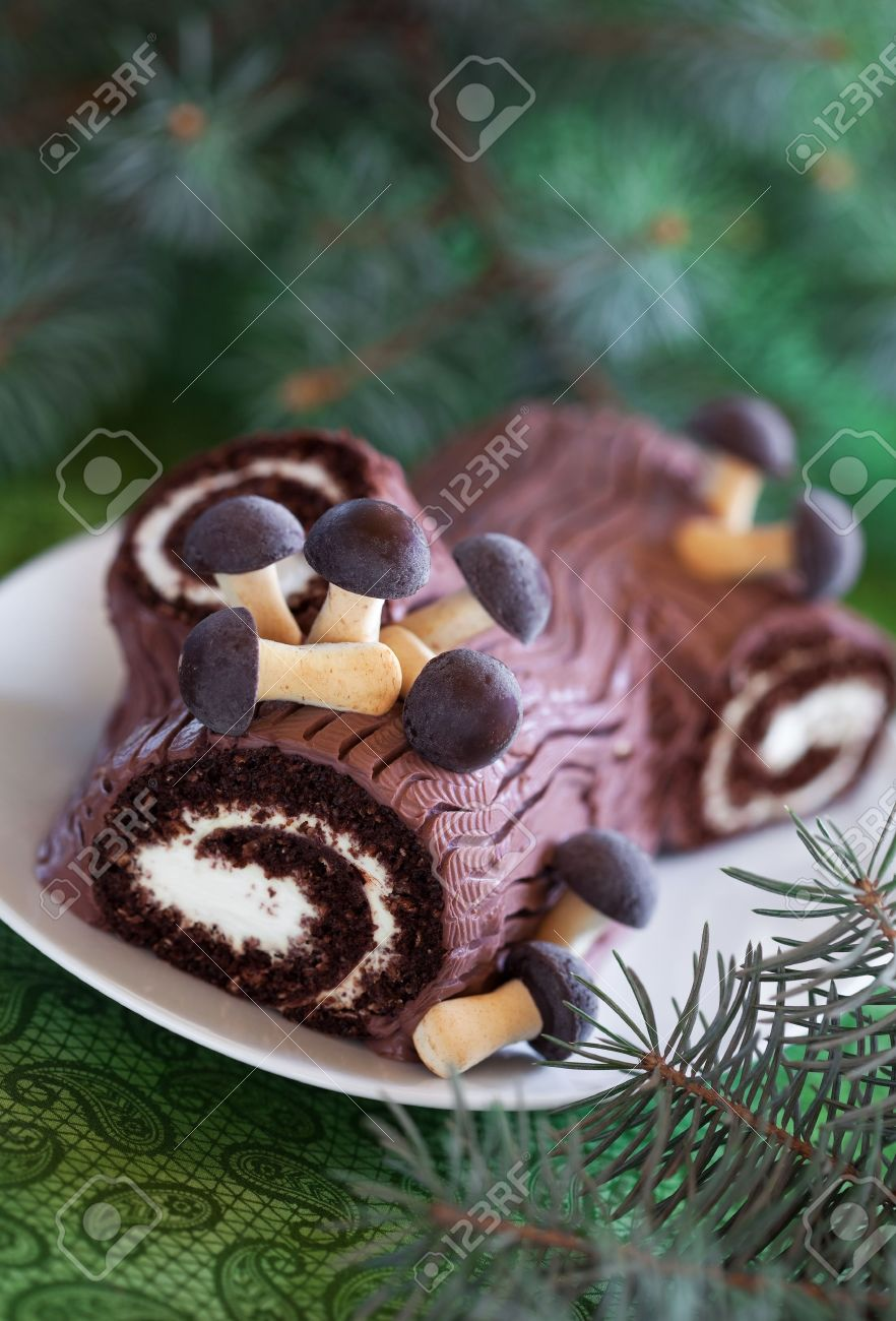 How to make a christmas yule log decoration - Traditional Christmas Yule Log Cake Decorated With Chocolate Mushrooms Cookies Selective Focus Stock Photo