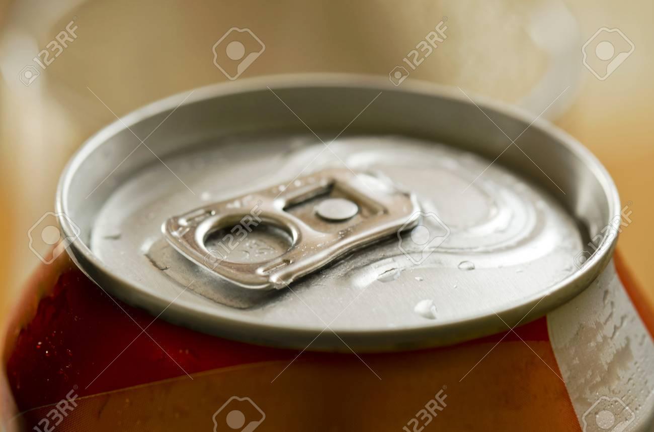 tin lid opener - 37465254