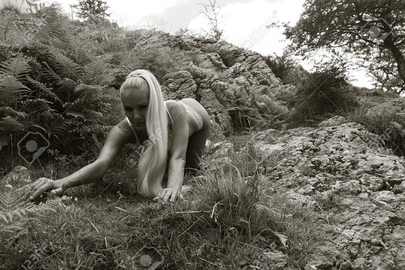 Nackt in den bergen