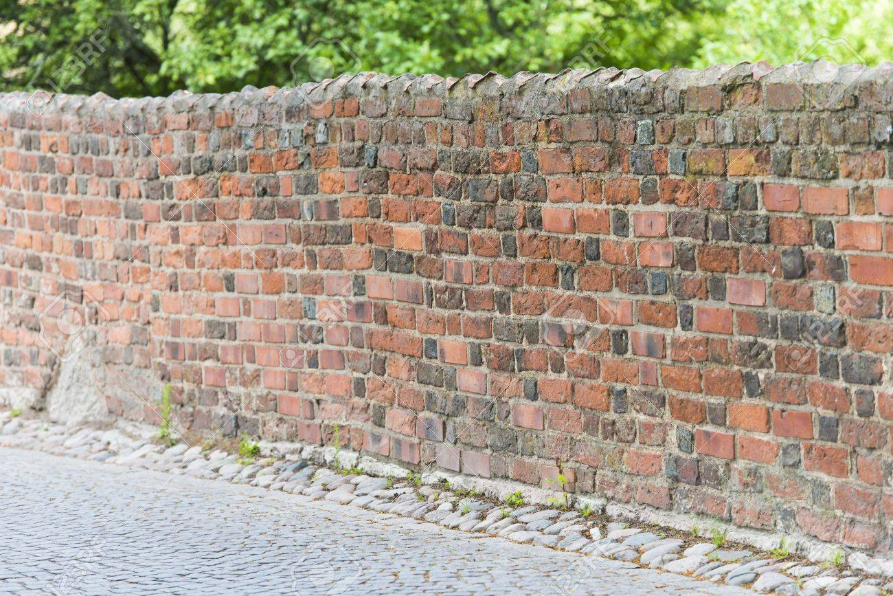 Wall in urban area suitable as background Stock Photo - 16935333