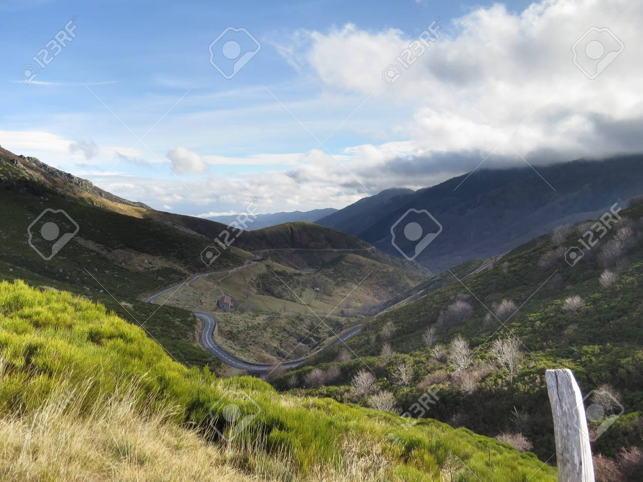 Panorama montagne ardechoise - 43390613