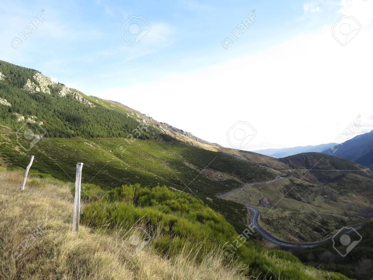 Panorama montagne ardechoise - 43390620