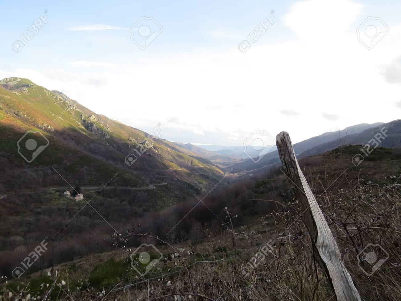 Panorama montagne ardechoise - 43390621