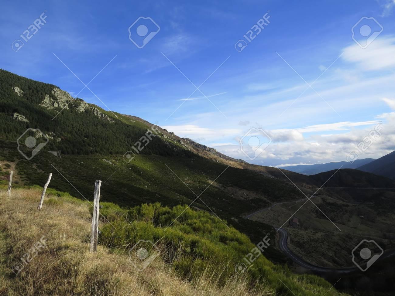 Panorama montagne ardechoise - 43392860