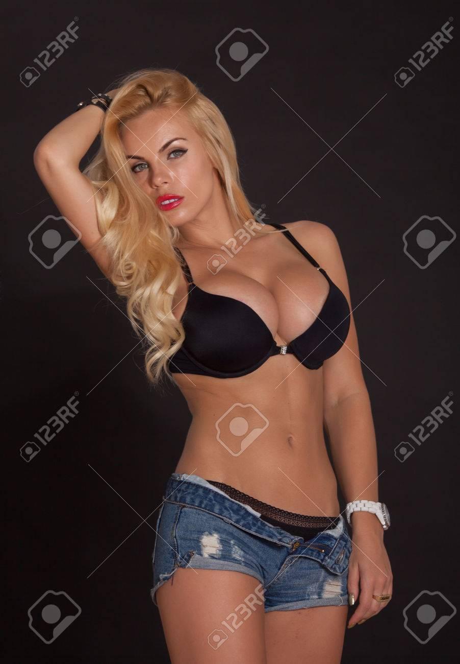 Schöne frauen mit großen brüsten