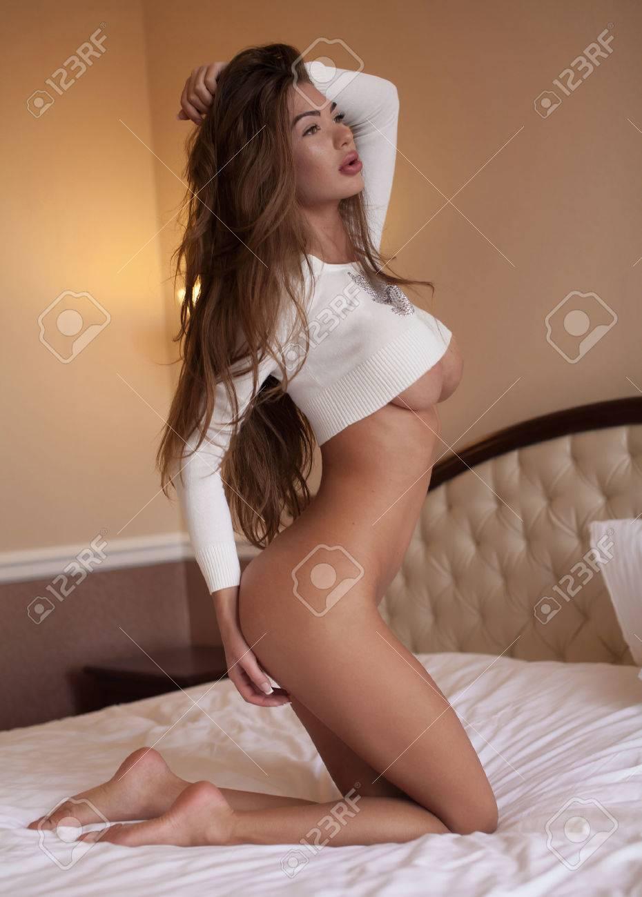 Frau mit riesigen brüsten nackt