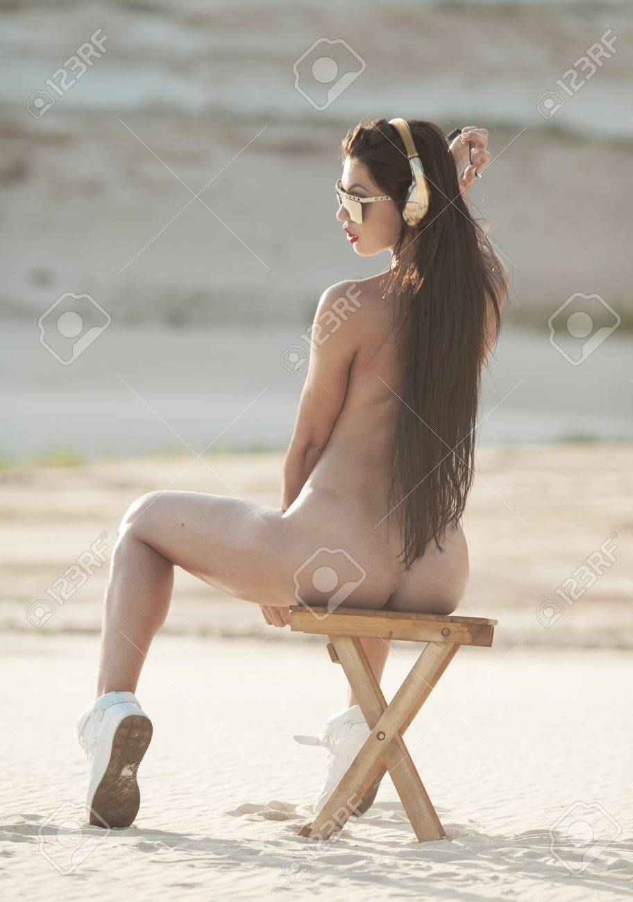 schwarze haare frauen nackt
