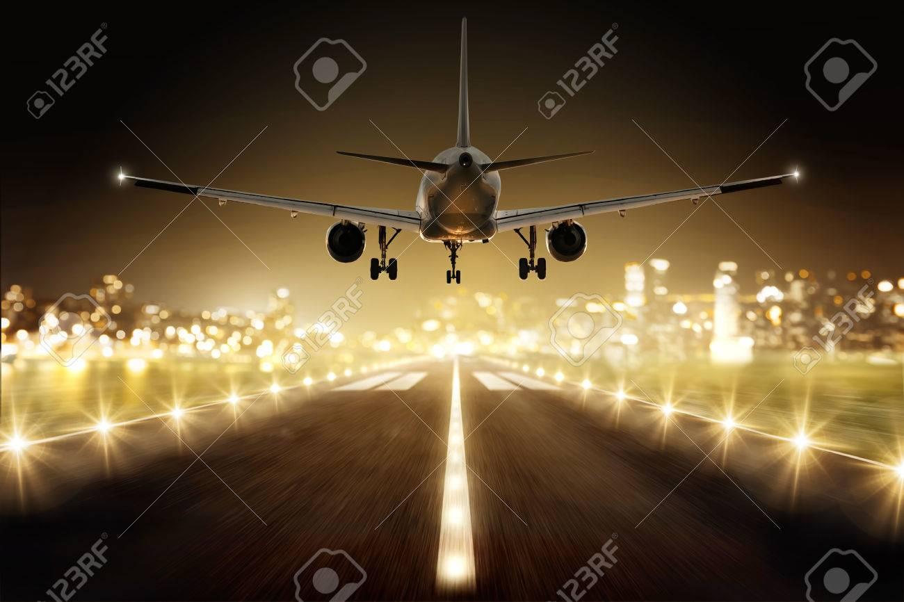 Plane during landing - 75550747
