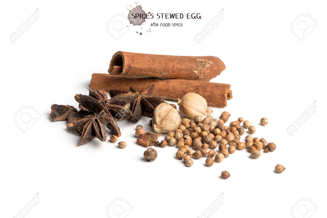 Black pepper seeds on white background. Food ingredients, spices - 171012247