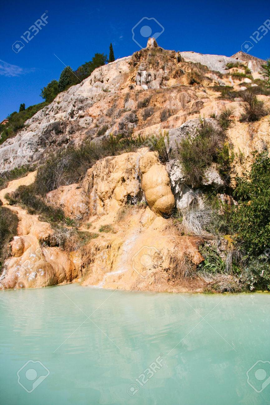 https://previews.123rf.com/images/lauradibiase/lauradibiase1611/lauradibiase161100063/67076566-hot-spring-of-thermal-water-bagno-vignoni-tuscany-italy.jpg