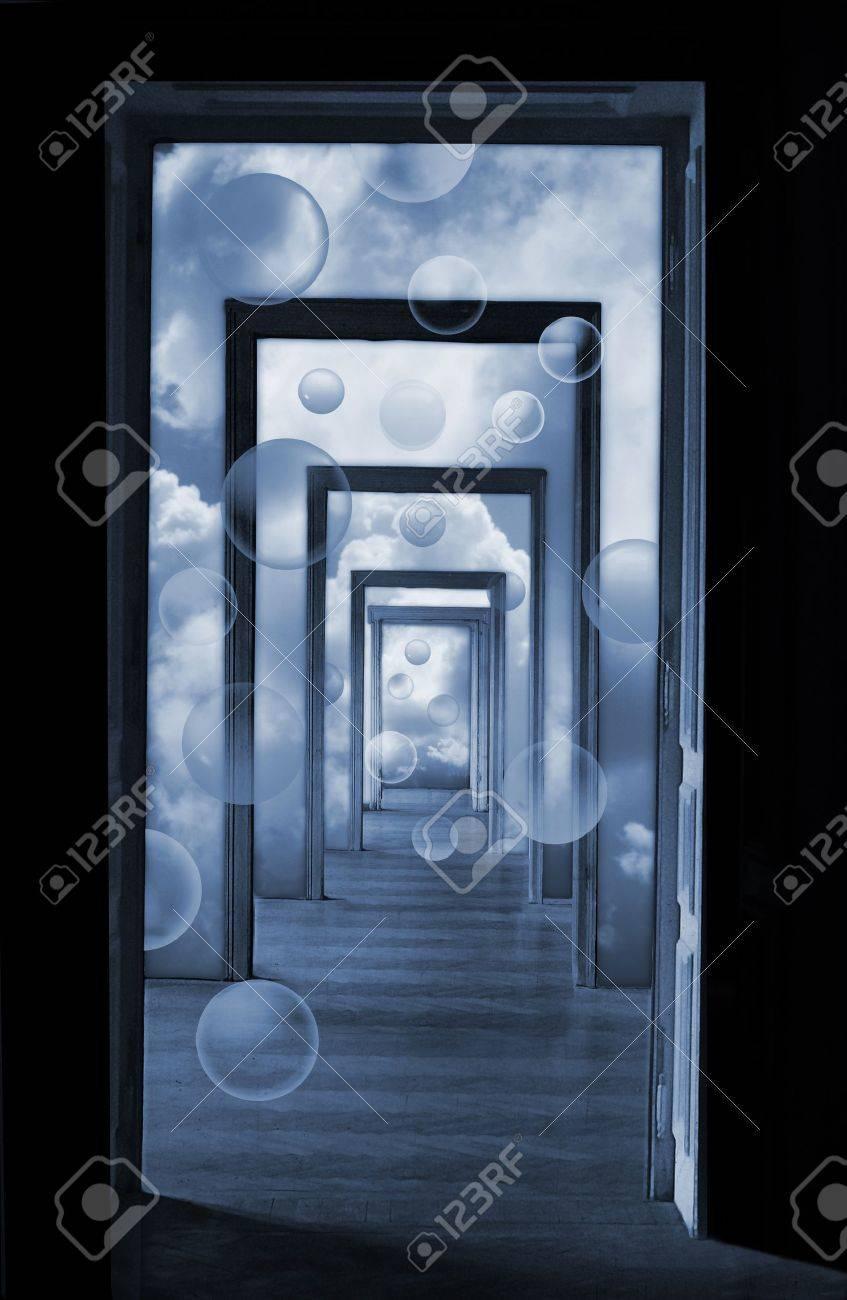 Banque Du0027images   Dans Un Rêve, Illustration Vue En Perspective Linéaire  Métaphorique à Travers Plusieurs Portes Ouvertes Et Des Salles Vides