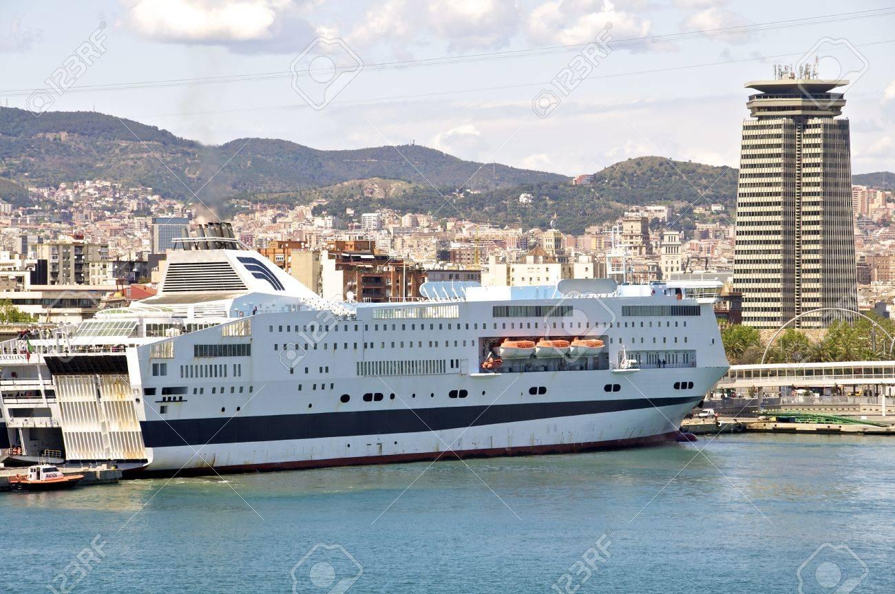 Le ferry de Barcelone à partir de Majorque est situé dans le port de la jetée de Barcelone, de nombreux biens sont envoyés aux Baléares