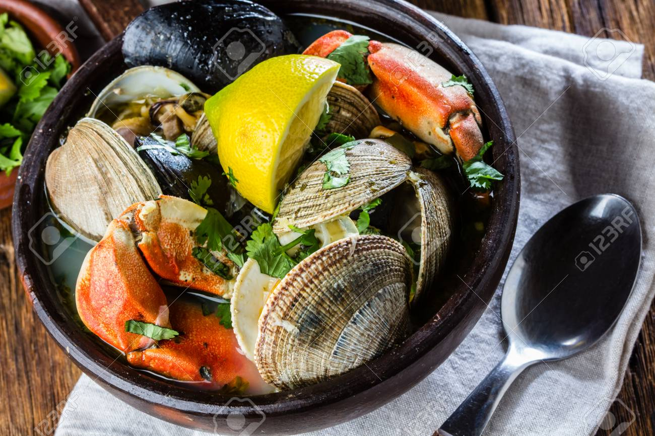 Seafood clams crabs mussela soup. Mariscal in clay bowls - 81551551