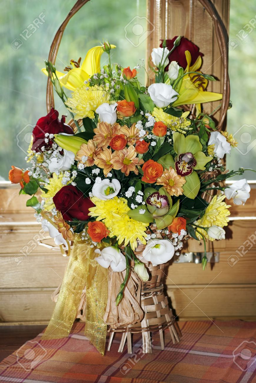 Banque dimages , beau bouquet de fleurs pour un anniversaire