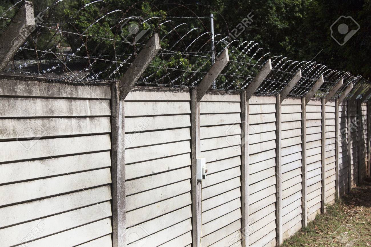 Precast Concrete Wall With Razor Sharp Security Wire Protecting ...