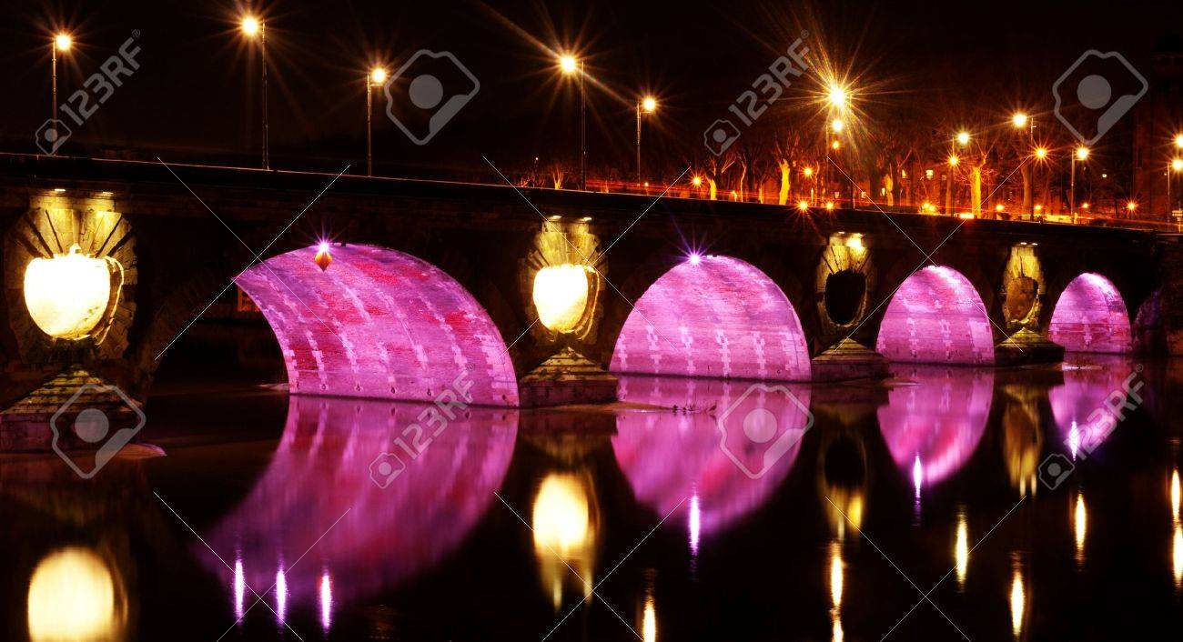Pont neuf bridge illuminated at night with pink lights over the garonne in the city of Toulouse in France Stock Photo - 6292580