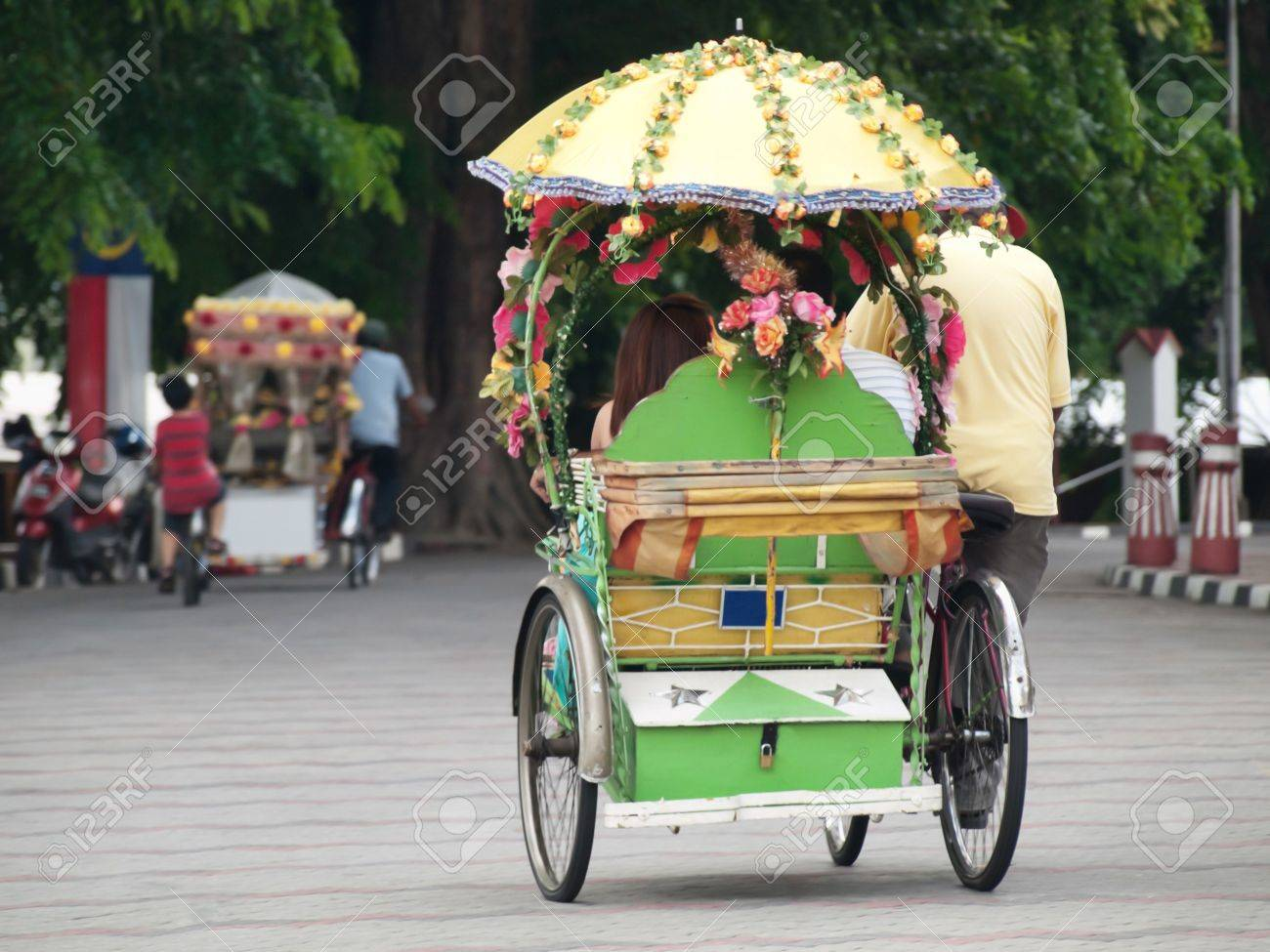 One of the numerous trishaw riding in the streets of Melaka in Malaysia Stock Photo - 7352109