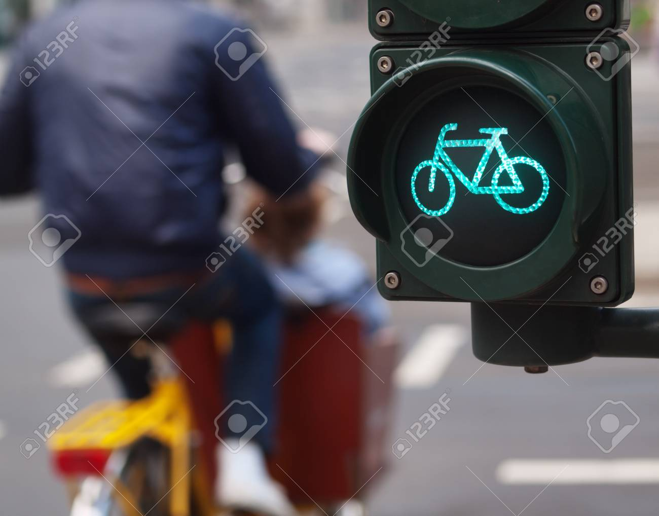 Bicycle sign on a traffic light Stock Photo - 9900182