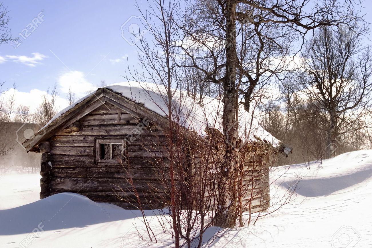 A winter cabin in winter scene Stock Photo - 398277