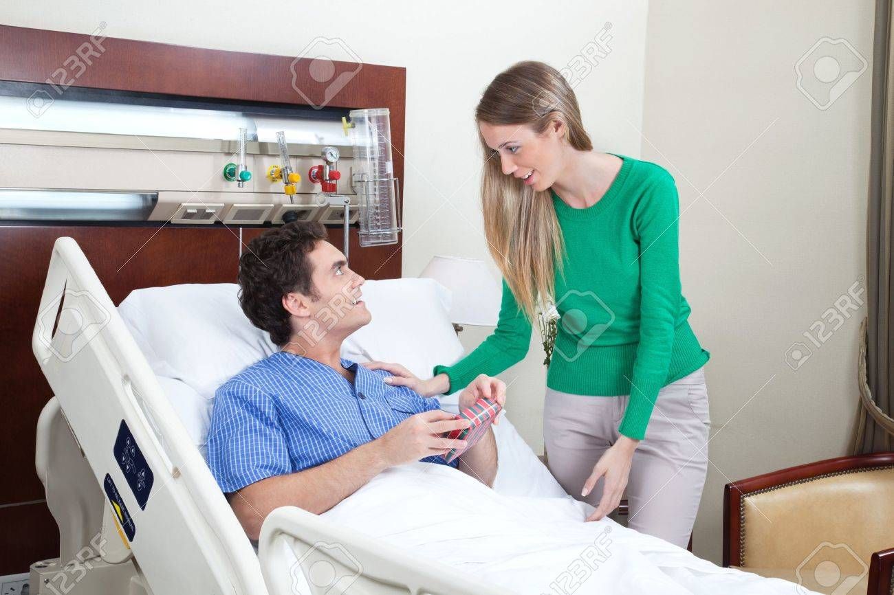 Young woman paying a visit to the patient in hospital Stock Photo - 9886920