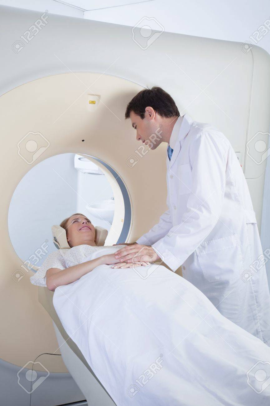 Doctor comforting patient before CT scan Stock Photo - 10033183