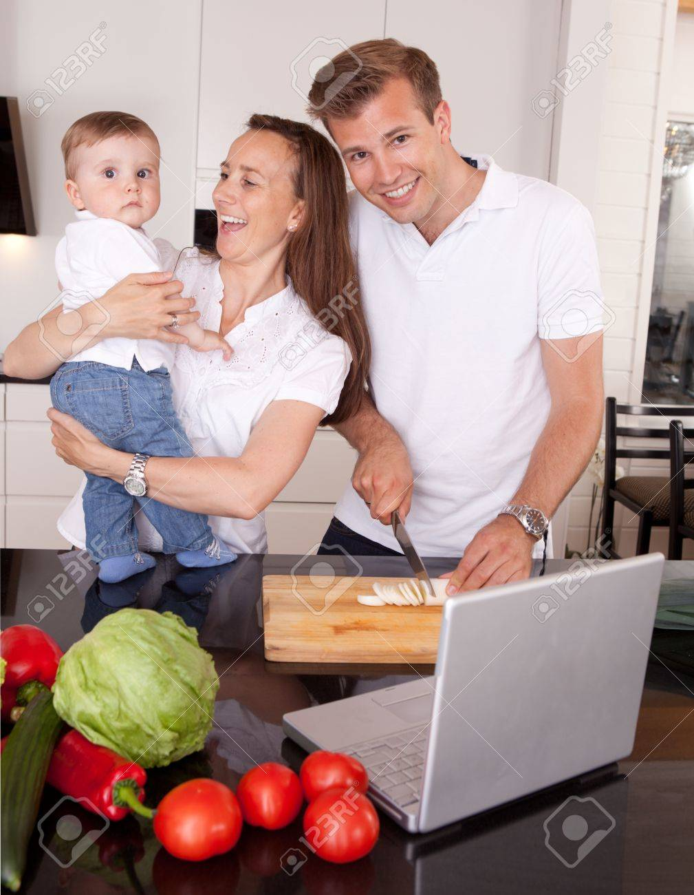 На кухонном столе онлайн для взрослых